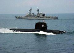 日潜艇进南海 中国可用其练兵弥